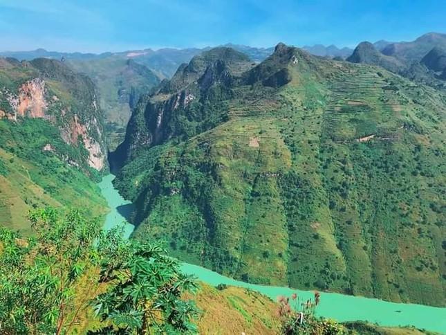 Đến Hà Giang ngắm sông Nho Quế cảnh sắc tuyệt đẹp như phim